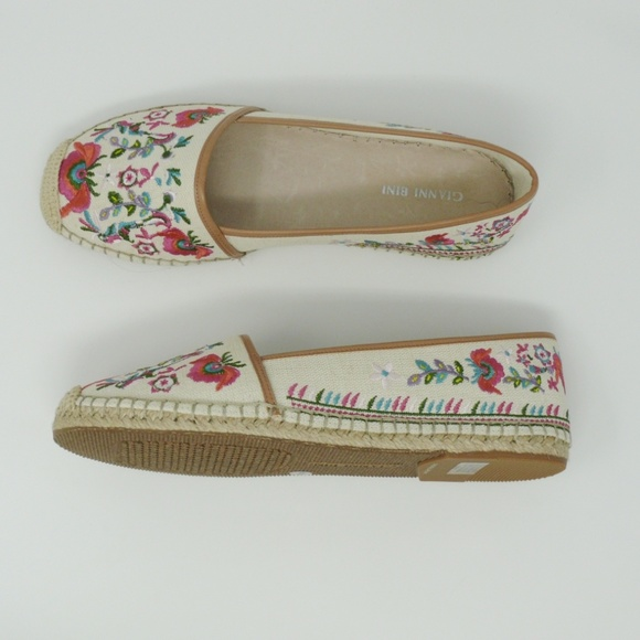 a761a86c8ad Gianni Bini 9.5 Embroidered Espadrille Flats New